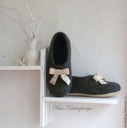 Обувь ручной работы. Ярмарка Мастеров - ручная работа. Купить Валяные тапочки Кружево. Handmade. Темно-серый, тапочки валяные