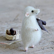 Куклы и игрушки ручной работы. Ярмарка Мастеров - ручная работа Коллекционная игрушка мышка с корзиной и тряпочками. Handmade.