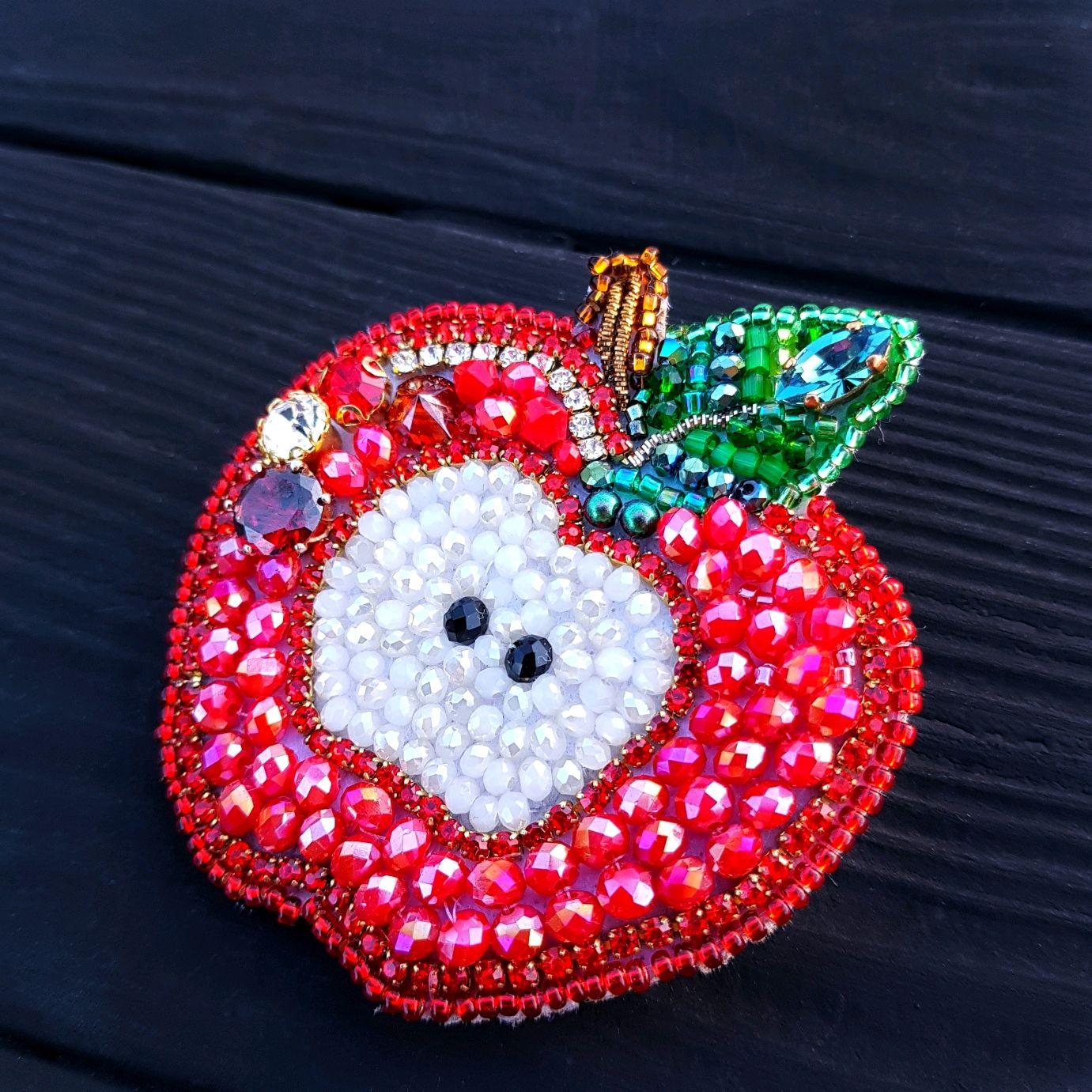 Брошь - кулон Яблочко вышивка кристаллами и бисером брошка фрукт, Брошь-булавка, Черкассы,  Фото №1