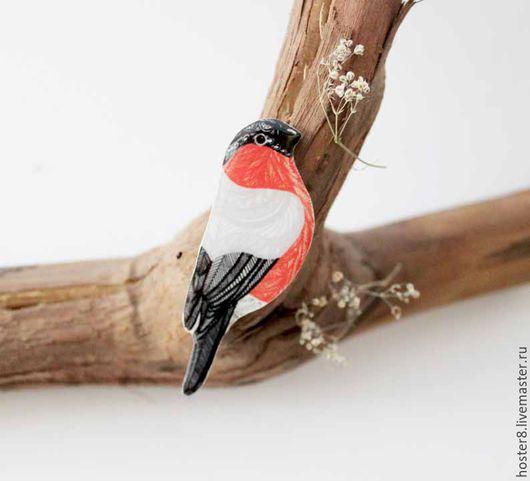 """Броши ручной работы. Ярмарка Мастеров - ручная работа. Купить Брошь """"Снегирь"""" (0181). Handmade. Ярко-красный, снегири, птички"""