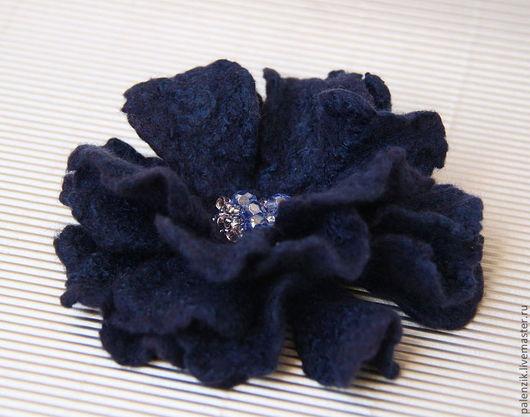 """Броши ручной работы. Ярмарка Мастеров - ручная работа. Купить Валяная брошь """"Синяя"""". Handmade. Брошь, цветок, украшение для сумки"""