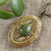 Подвеска ручной работы. Ярмарка Мастеров - ручная работа Медальон Агат Зеленый травяной оливковый bronze. Handmade.
