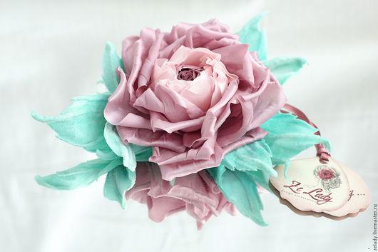 """Цветы ручной работы. Ярмарка Мастеров - ручная работа. Купить Роза из шелка """"Припыленно розовая"""" с бархатными листиками от тиффаниф. Handmade."""