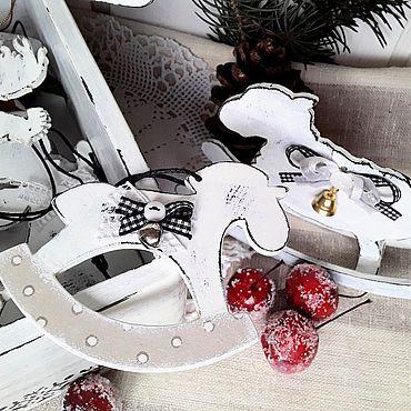 Сувениры и подарки ручной работы. Ярмарка Мастеров - ручная работа Набор деревянных елочных игрушек в стиле Френч винтаж. Handmade.