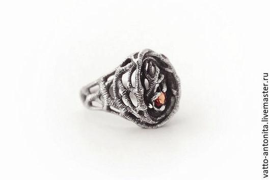 Кольца ручной работы. Ярмарка Мастеров - ручная работа. Купить Тайный Лес - перстень из серебра с природным гранатом. Handmade.