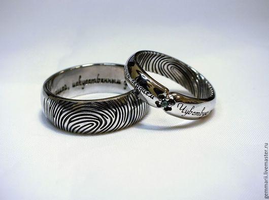 Обручальные кольца с отпечатками пальцев жениха и невесты. Выполнены в белом золоте. Изумруд, покрытие черным родием. Так же можете посмотреть работы на моем сайте: