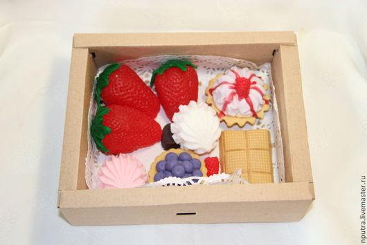 Подарочные наборы ручной работы. Ярмарка Мастеров - ручная работа. Купить набор пирожных из мыла ручной работы. Handmade. Разноцветный