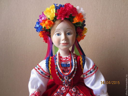 Кукла на чайник Оксана. Украинская девушка в национальной одежде с цветочным венком на голове и цветными лентами.  Авторская кукла будет украшением семейного, праздничного стола во время дружеского ч