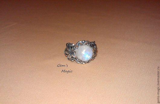 """Кольца ручной работы. Ярмарка Мастеров - ручная работа. Купить Кольцо """"Льдинка""""-адуляр. Handmade. Белый, адуляр, маленькое кольцо"""
