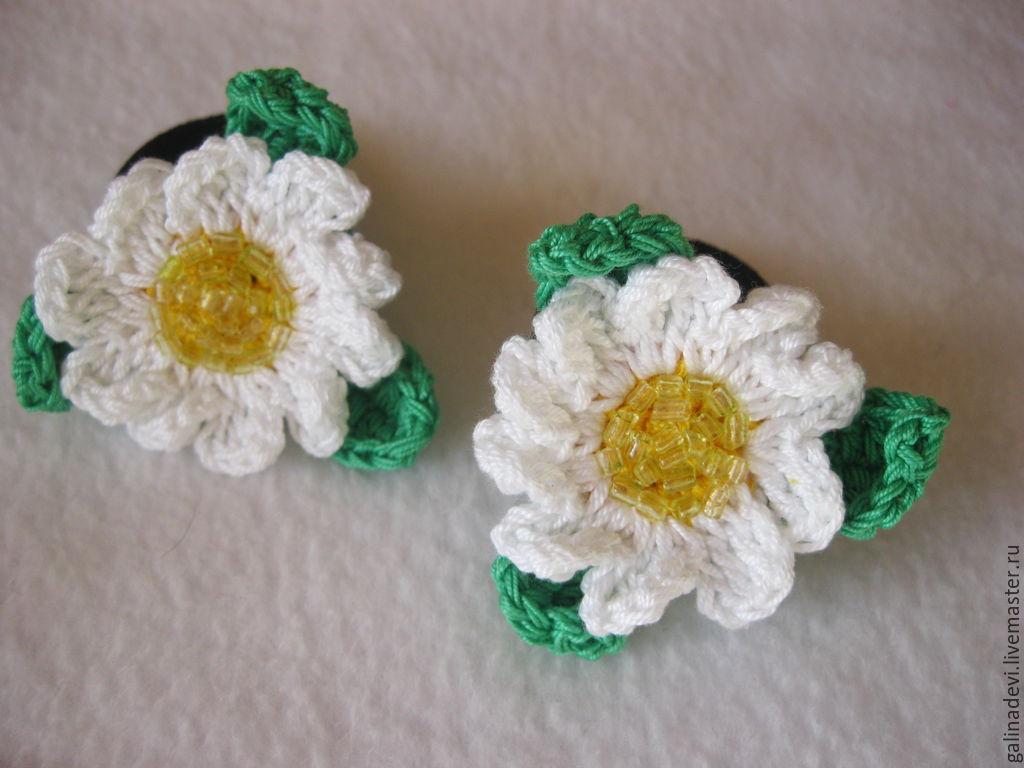 Резинки с цветами из бисера