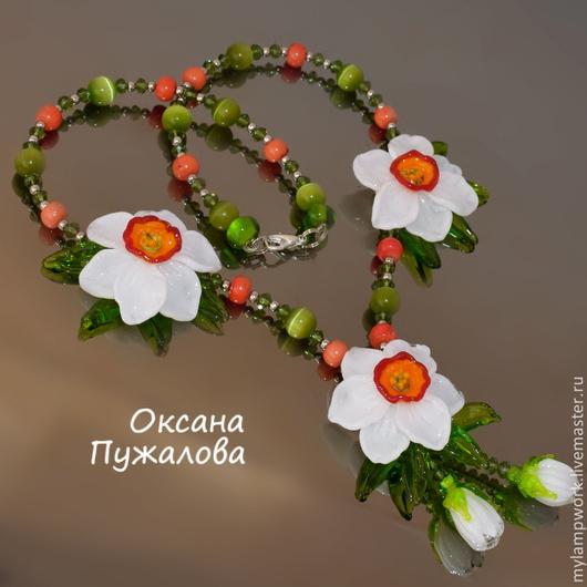 Колье `Нарциссы` бусы с цветами из камей и стекла