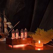 Часы ламповые ручной работы. Ярмарка Мастеров - ручная работа Ламповые часы на индикаторах ИН-14 в корпусе из массива ореха. Handmade.