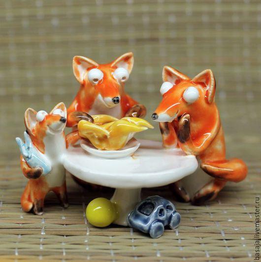 Миниатюра ручной работы. Ярмарка Мастеров - ручная работа. Купить Семья лис за обедом. Handmade. Лиса фигурка