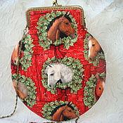 """Сумочка на фермуаре  """"Лошади на красном"""" - 2. handmade."""