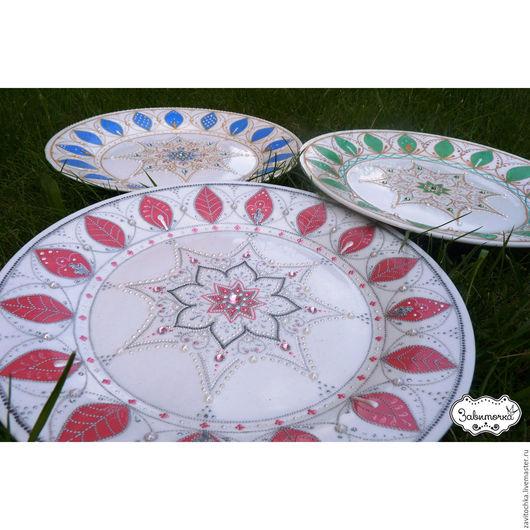 Декоративная посуда ручная роспись в технике point-to-point. Роспись декоративных тарелок на заказ.