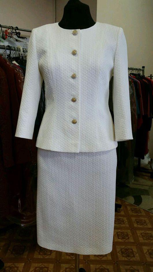 женский офисный костюм, костюм двойка, костюм с юбкой
