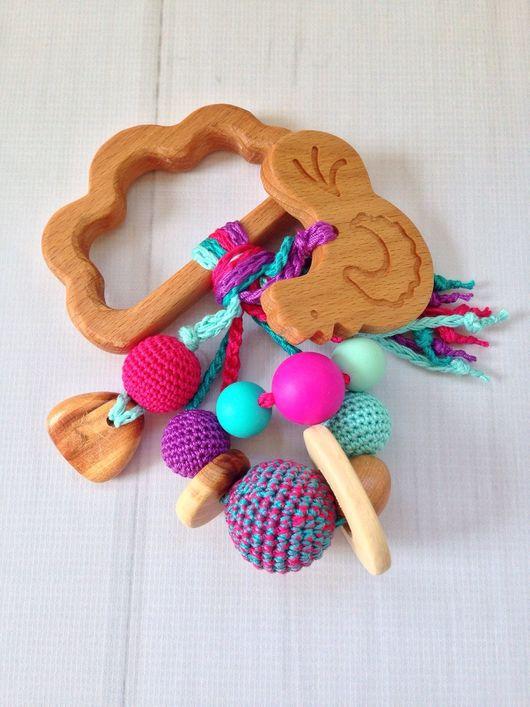 Развивающие игрушки ручной работы. Ярмарка Мастеров - ручная работа. Купить Буковый грызунок с гремелкой и подвеской-фигуркой (в ассортименте). Handmade.