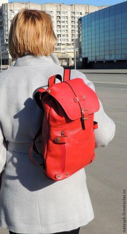 Рюкзак легкий – вес 700 грамм, его удобно носить на спине, благодаря широким наплечным ремешкам (ширина 30 мм), он функционален – пять карманов в наличии!