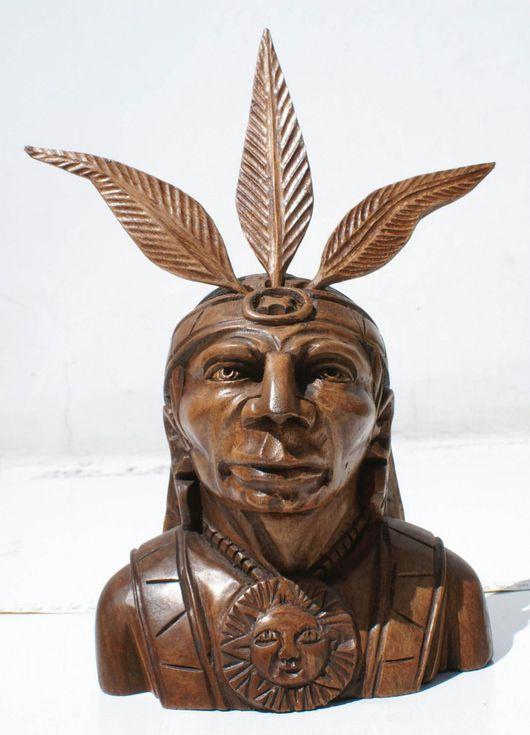 Статуэтки ручной работы. Ярмарка Мастеров - ручная работа. Купить Индеец, вождь, выточенный вручную из дерева, с перьями, бюст. Handmade.