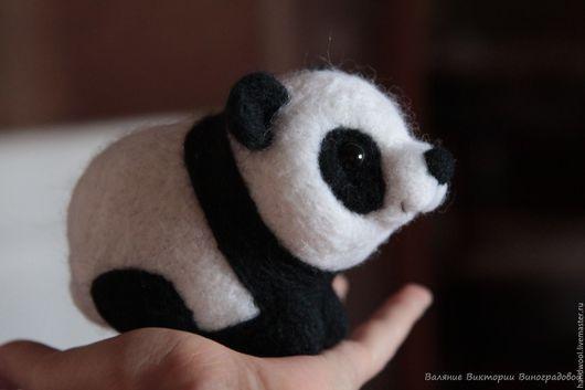Игрушки животные, ручной работы. Ярмарка Мастеров - ручная работа. Купить Малыш панда - игрушка из шерсти. Handmade. Чёрно-белый