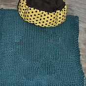 """Для домашних животных, ручной работы. Ярмарка Мастеров - ручная работа Вязаный коврик-плед для питомца """"Лапка"""". Handmade."""