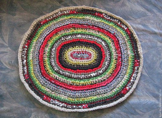 Вязаный коврик крючком. Небольшой овальный вязаный коврик спокойной осенней расцветки для уюта Вашего дома или дачи. Текстильный вязаный коврик из полосок ткани. Свяжу на заказ.
