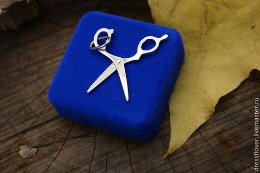 Оригинальная серебряная подвеска в виде парикмахерских ножниц, которые `работают`.