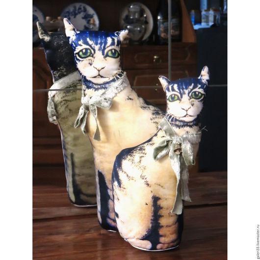 Кот в стиле американского Кантри. Авторская работа - Наталия Павлова - печать на ткани по авторскому шаблону (ограниченный тираж).  Различаются аксессуарами и размером.