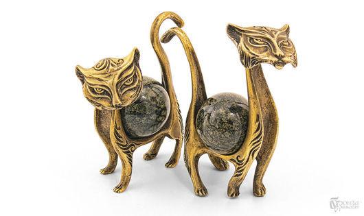Статуэтки ручной работы. Ярмарка Мастеров - ручная работа. Купить Кот и кошка. Handmade. Кошка, бронза, уральские камни, статуэтка