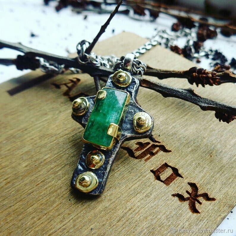 Кулоны, подвески ручной работы. Ярмарка Мастеров - ручная работа. Купить Крест из серебра и латуни с изумрудом. Handmade. Кулон