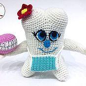 """Куклы и игрушки ручной работы. Ярмарка Мастеров - ручная работа Вязаная игрушка """"Зубик-девочка для хирурга"""". Handmade."""