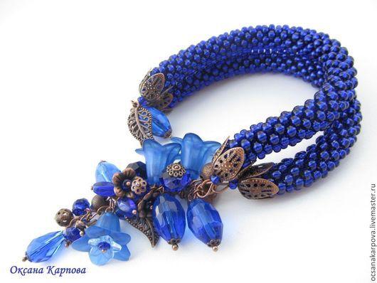 Темно-синий цвет (ультрамарин и ночной синий, индиго) - цвет сновидений, мистики, бессознательного. На родственном санскриту языке пали (Индия) слово темно-синий (`нила`) означает также `медитация`.