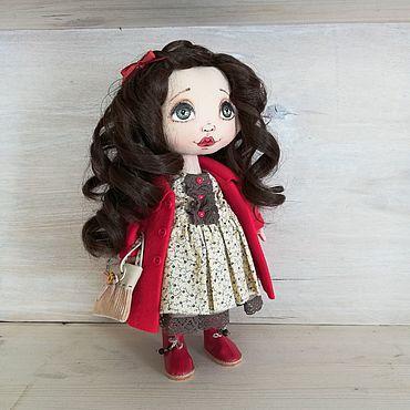 Куклы и игрушки ручной работы. Ярмарка Мастеров - ручная работа Яркая куколка в красном пальто и красивыми кудрями. Handmade.