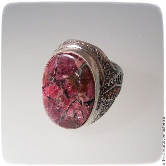 """Кольца ручной работы. Ярмарка Мастеров - ручная работа. Купить Перстень """"Папоротник"""" с эвдиалитом. Handmade. Бордовый, кольцо с камнем, эвдиалит"""