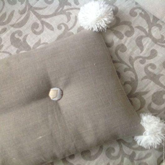 Текстиль, ковры ручной работы. Ярмарка Мастеров - ручная работа. Купить Подушечка с помпончиками:). Handmade. Серый, шторы в стиле прованс