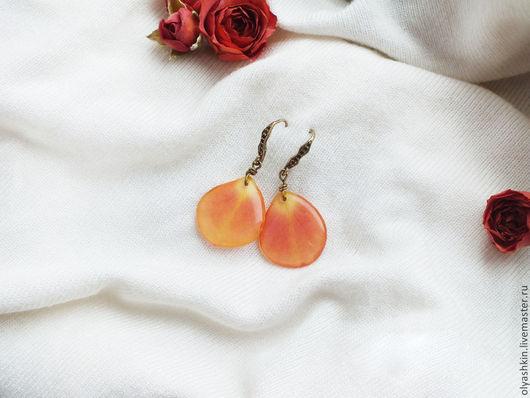 Серьги ручной работы. Ярмарка Мастеров - ручная работа. Купить Сережки с лепестками оранжевой кустовой розы. Handmade. Оранжевый, роза