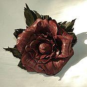 Украшения ручной работы. Ярмарка Мастеров - ручная работа Цветок из натульной кожи Роза бордовая (брошь, заколка). Handmade.