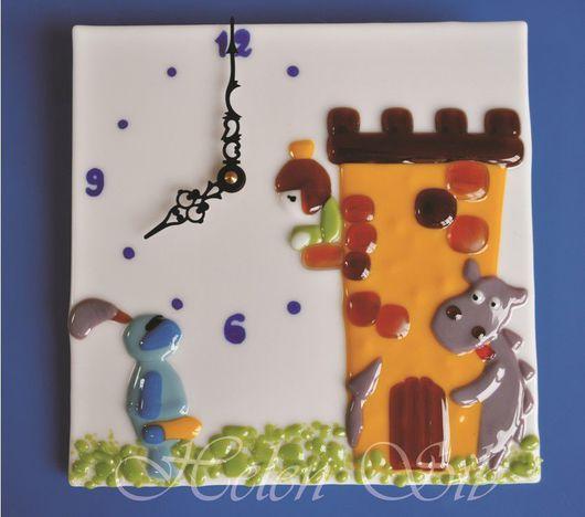 """Зеркала ручной работы. Ярмарка Мастеров - ручная работа. Купить Часы """"Сказка"""". Handmade. Подарок, часы, белый, стекло цветное"""