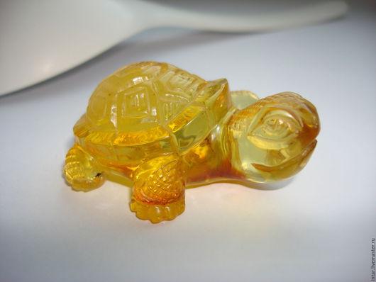 """Миниатюрные модели ручной работы. Ярмарка Мастеров - ручная работа. Купить фигурка из янтаря """"Тортилла"""". Handmade. Янтарь натуральный, черепаха"""