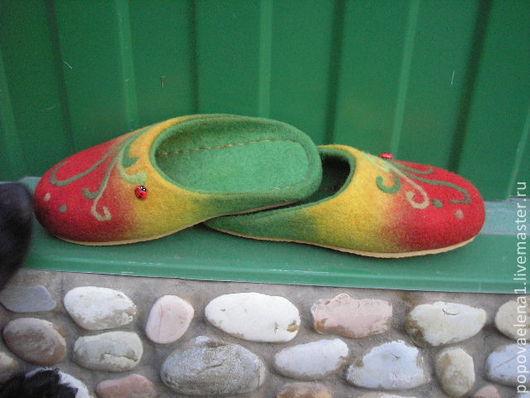 """Обувь ручной работы. Ярмарка Мастеров - ручная работа. Купить Валяные тапочки """" Любимые"""". Handmade. Разноцветный, тапочки валяные"""