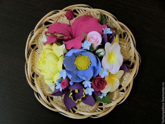 Интерьерные композиции ручной работы. Ярмарка Мастеров - ручная работа. Купить Тропические цветы из полимерной глины в соломенной тарелочке. Handmade.
