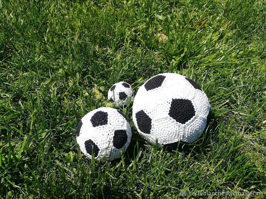 Вязаный футбольный мяч