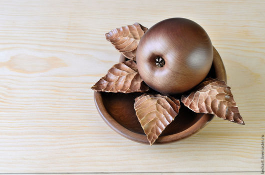 Статуэтки ручной работы. Ярмарка Мастеров - ручная работа. Купить Композиция - яблоко с листочками на подставке. Handmade. Подарок