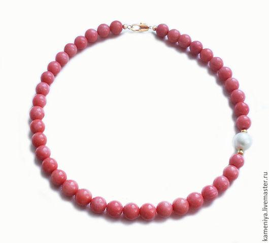 """Колье, бусы ручной работы. Ярмарка Мастеров - ручная работа. Купить Ожерелье из коралла и жемчуга """"Accent"""". Handmade. Розовый"""