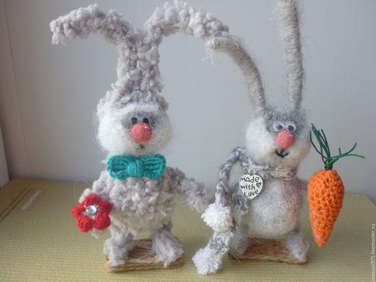 Зайка серенький . Игрушки животные , ручной работы . Ярмарка мастеров - ручная работа . Купить зайку . Зайка с морковкой .
