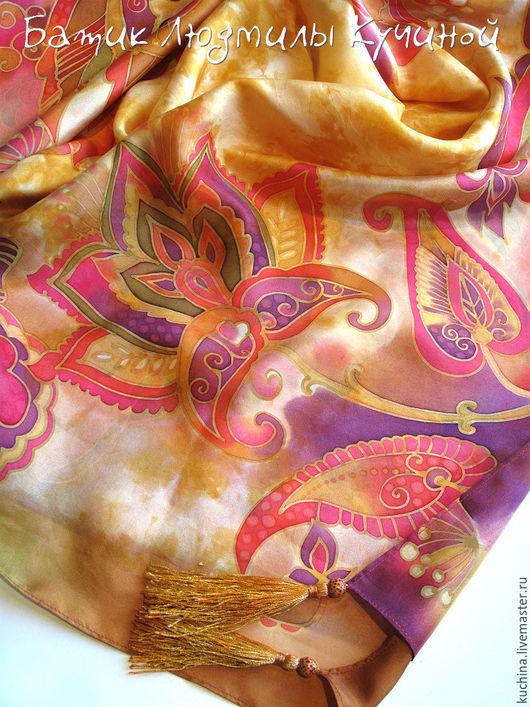 """Шали, палантины ручной работы. Ярмарка Мастеров - ручная работа. Купить батик платок """"Золотистый с орнаментом"""", с кистями. Handmade. Оранжевый"""