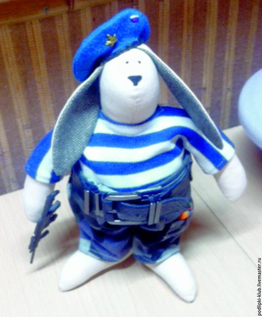 Куклы Тильды ручной работы. Ярмарка Мастеров - ручная работа. Купить Кукла сувенир  Кролик ВДВ. Handmade. Подарок мужчине