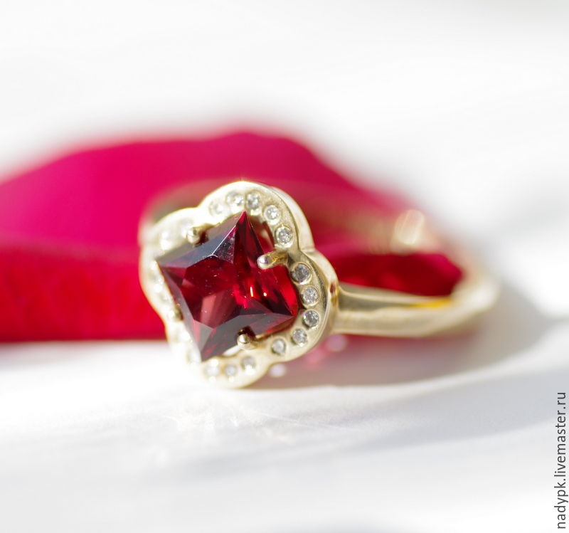 Ring with garnet and diamonds 'the Scarlet flower', gold, Rings, Moscow,  Фото №1