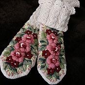 Аксессуары ручной работы. Ярмарка Мастеров - ручная работа Варежки с вышивкой с высокими манжетами Романтичные. Handmade.