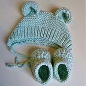 Комплекты одежды ручной работы. Ярмарка Мастеров - ручная работа Шапочка с ушками и пинетки на выписку из роддома для новорожденного. Handmade.
